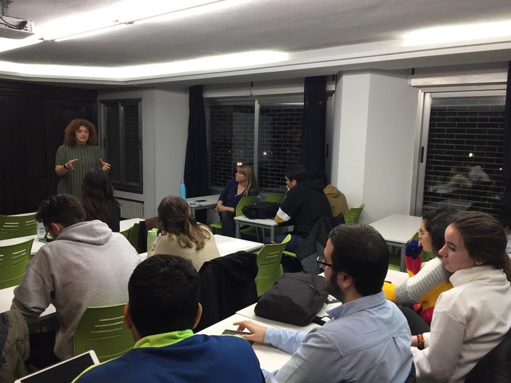 Begoña Medio con los alumnos de segundo de Comercio Internacional